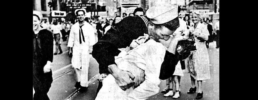 WWII-kiss-2.jpg